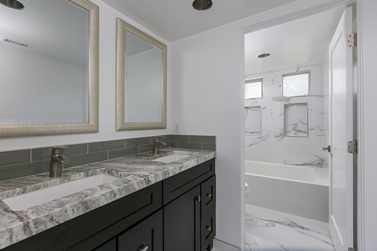 5842 Lauretta Bathroom Photos