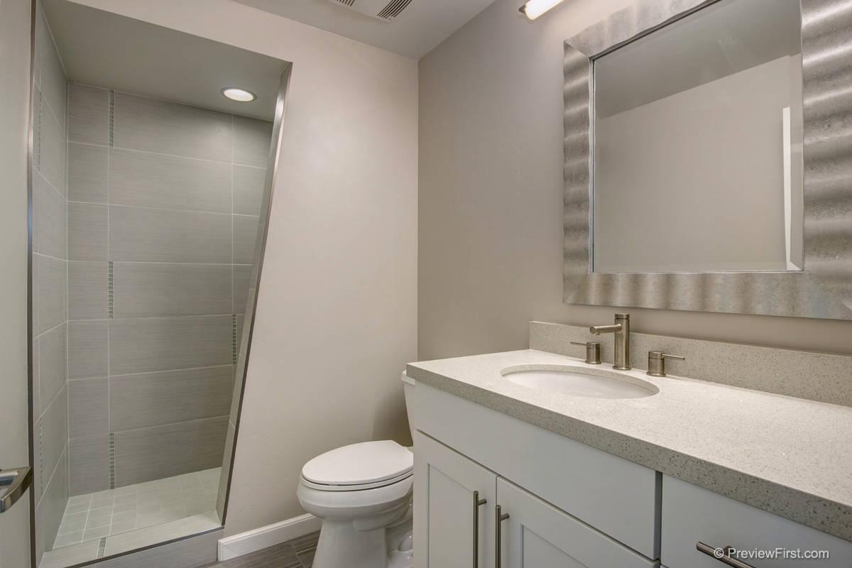 965-967 Diamond Bathroom
