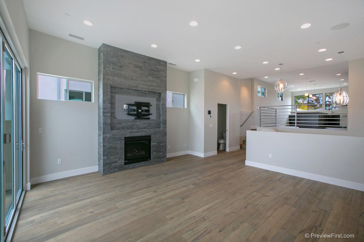 3952 Haines St Living Room