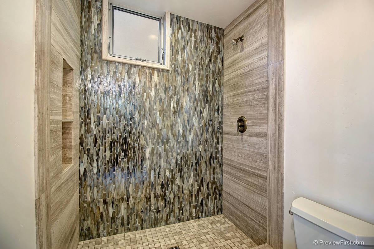 3920 Haines Bathroom Photos