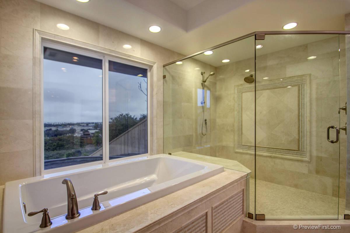 2448 Poinsettia Bathroom