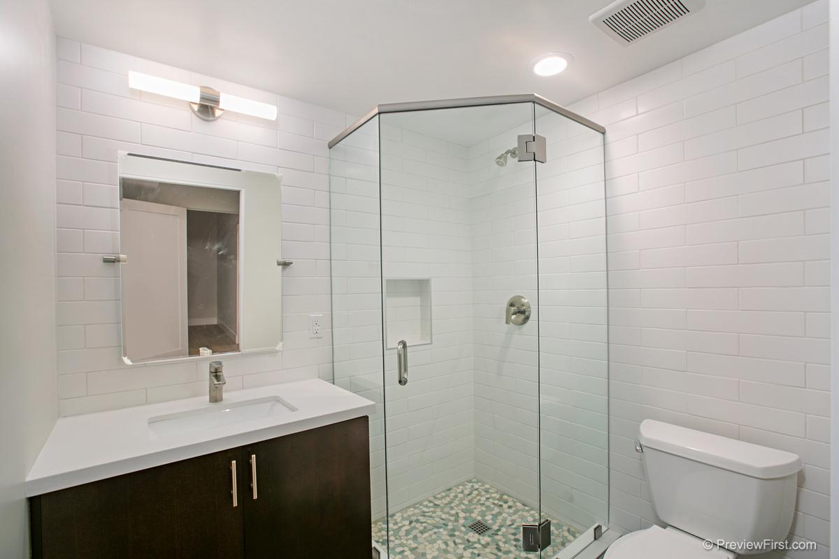 3952 Haines St Bathroom Photos