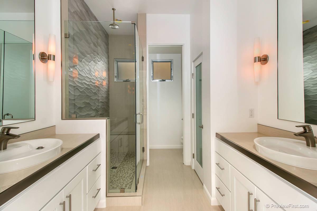 3924 Haines Bathroom