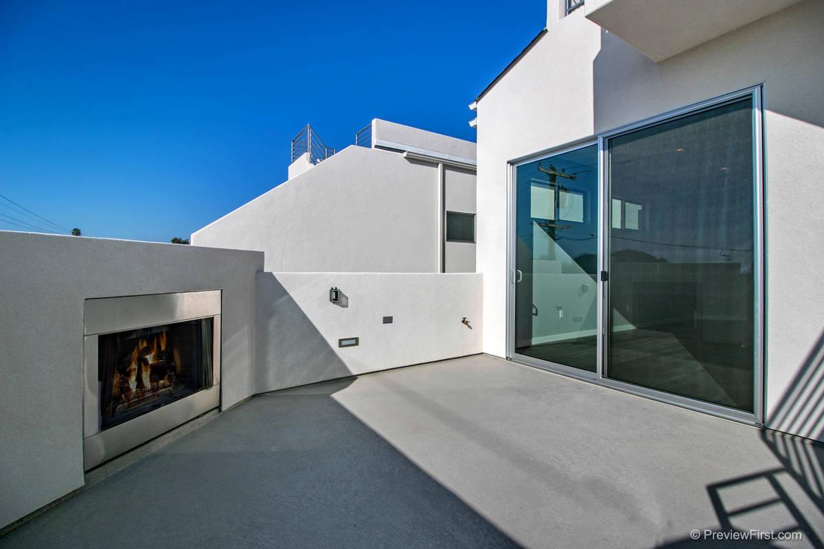 3920 Haines Exterior Balcony