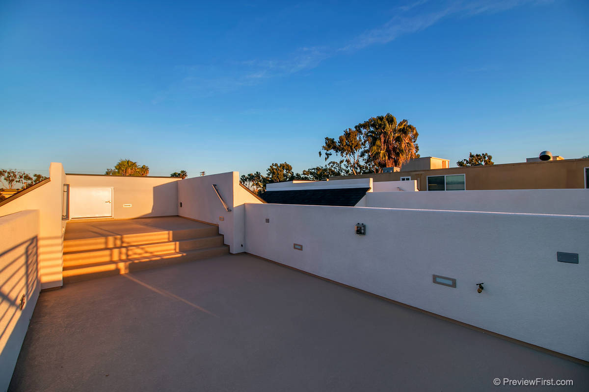 3924 Haines Roofdeck