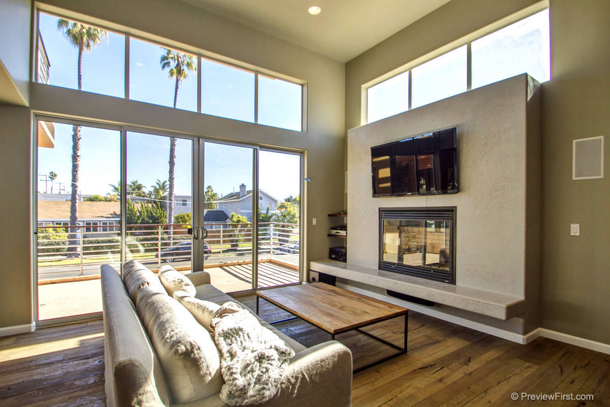 3510 Everts Living Room