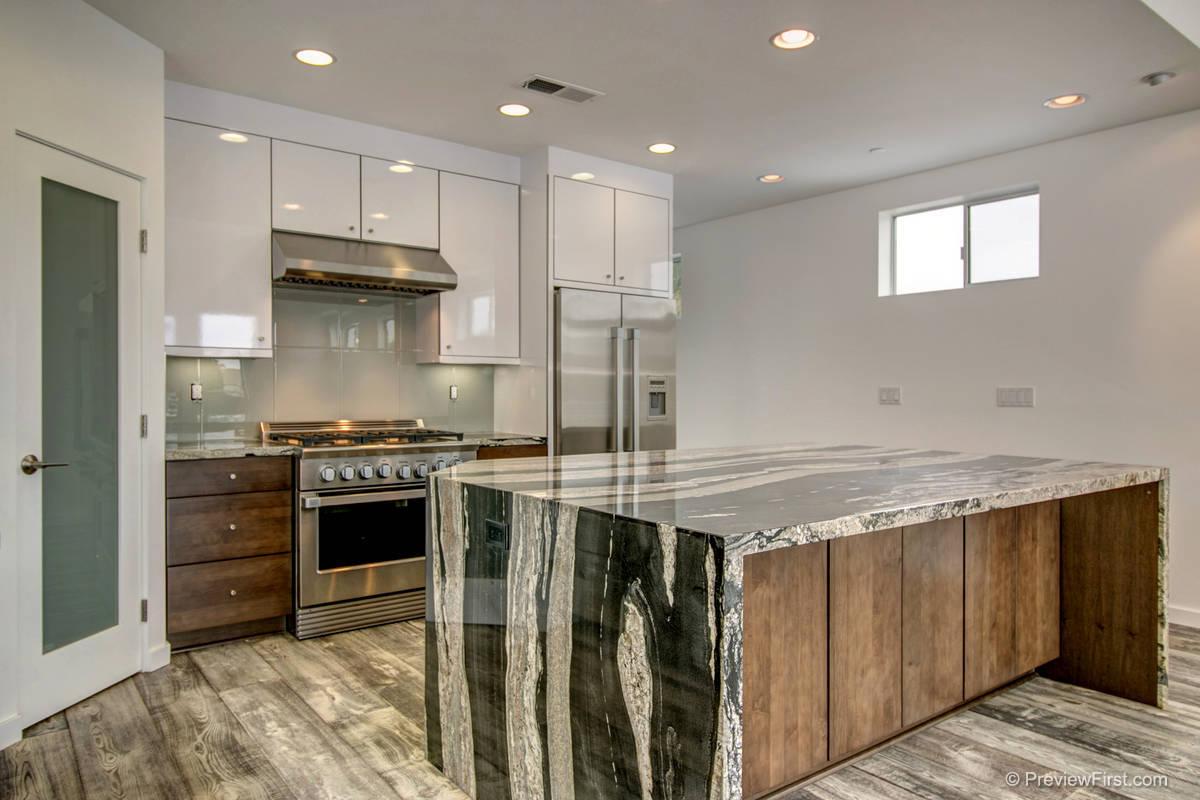 963 Diamond Kitchen