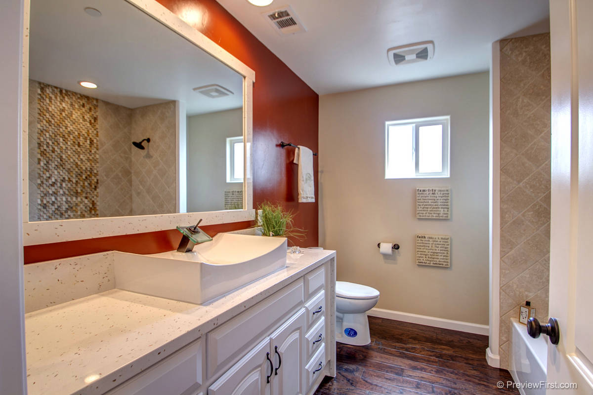 7529 Sturgess Comfort Room