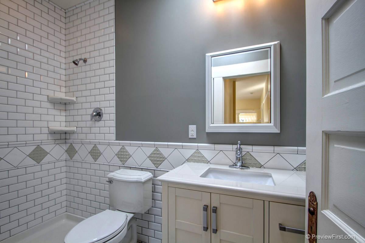 136 Brookers Bathroom