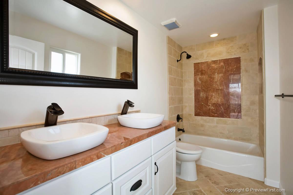 1176 Oliver Comfort Room