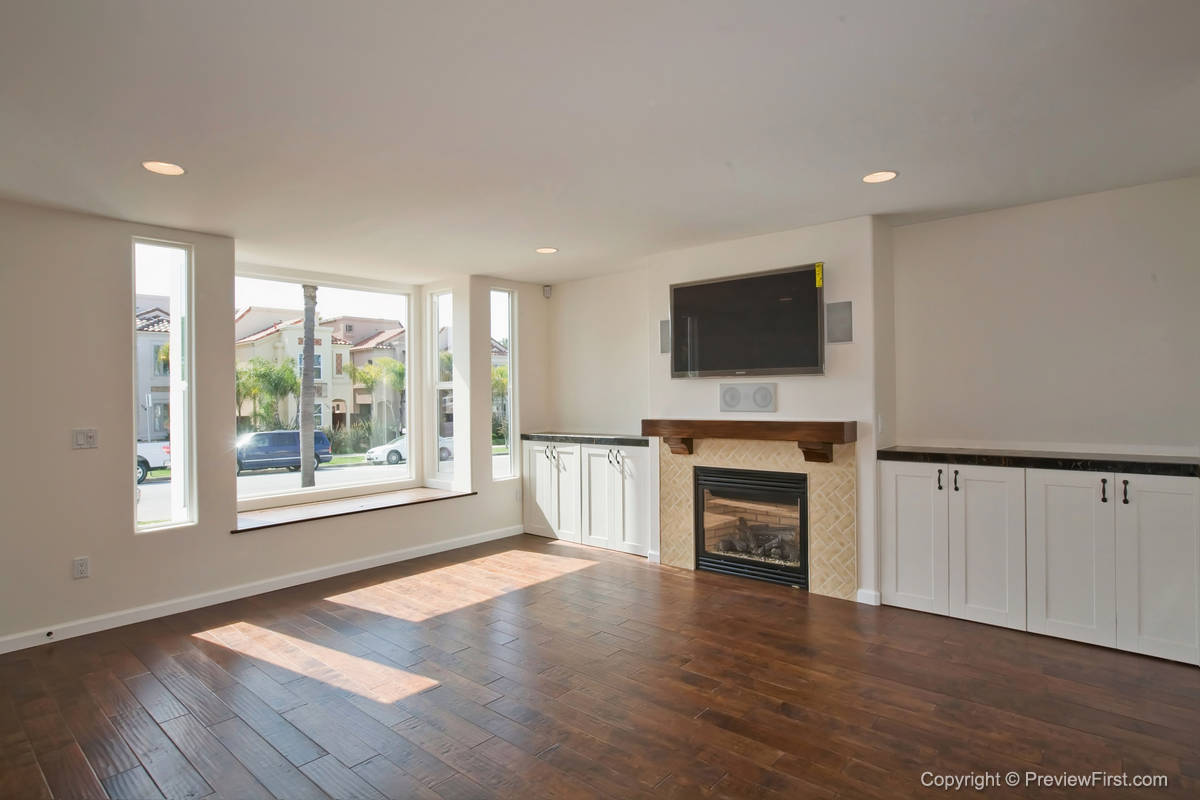 1176 Oliver Living Room