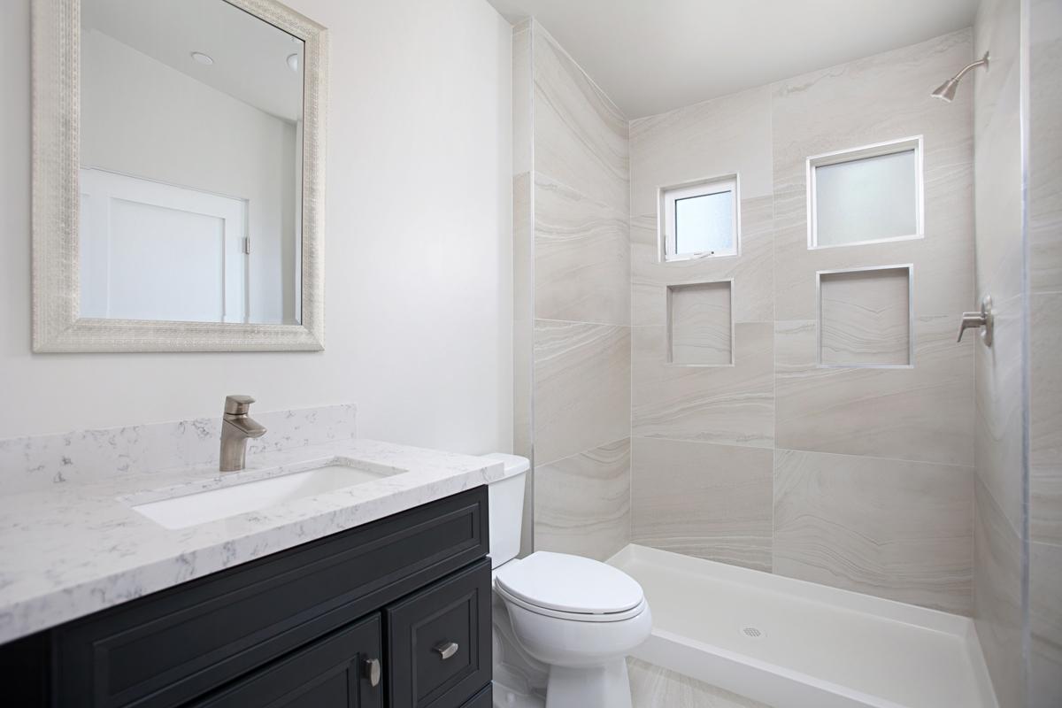 5844 Lauretta Bathroom Photos
