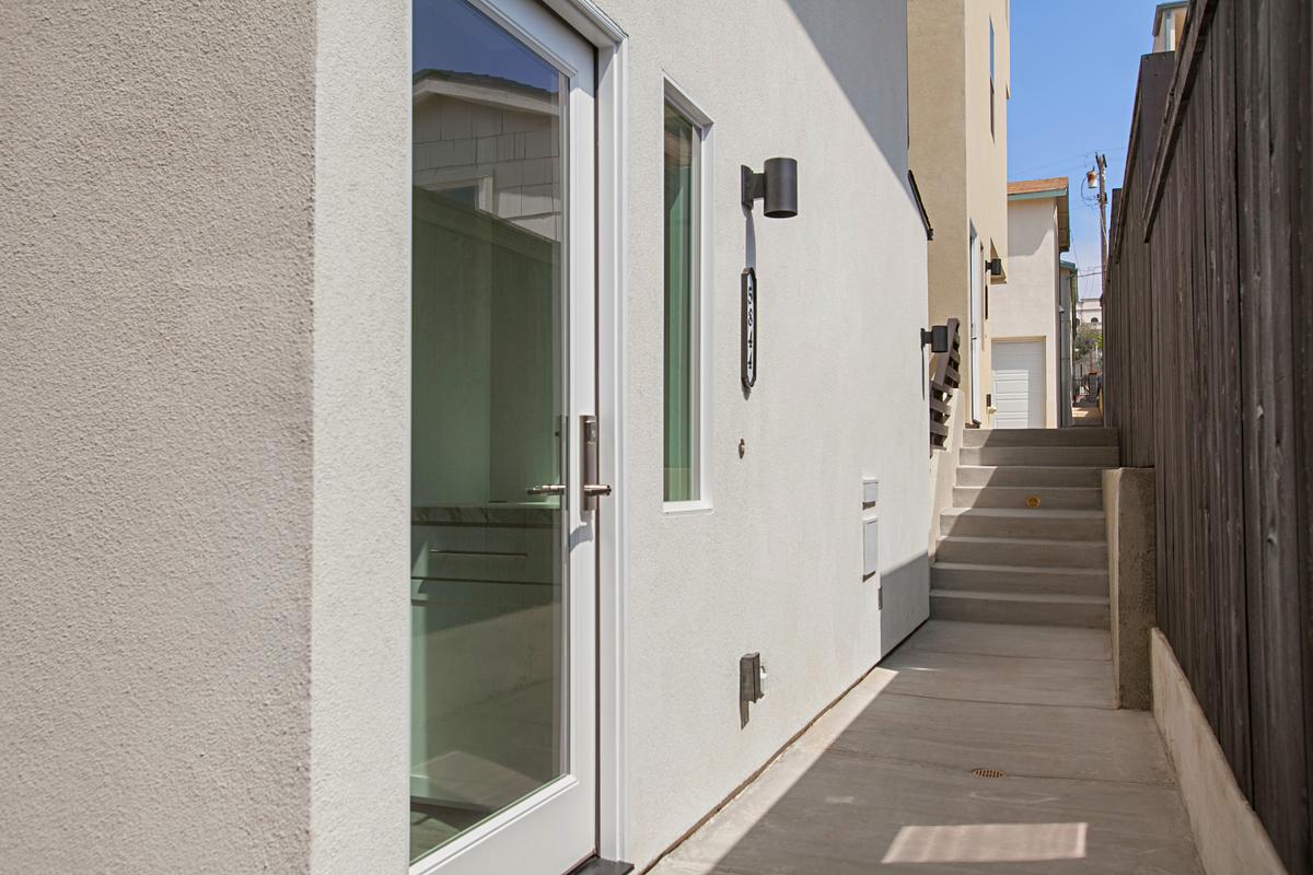 5844 Lauretta Main Door