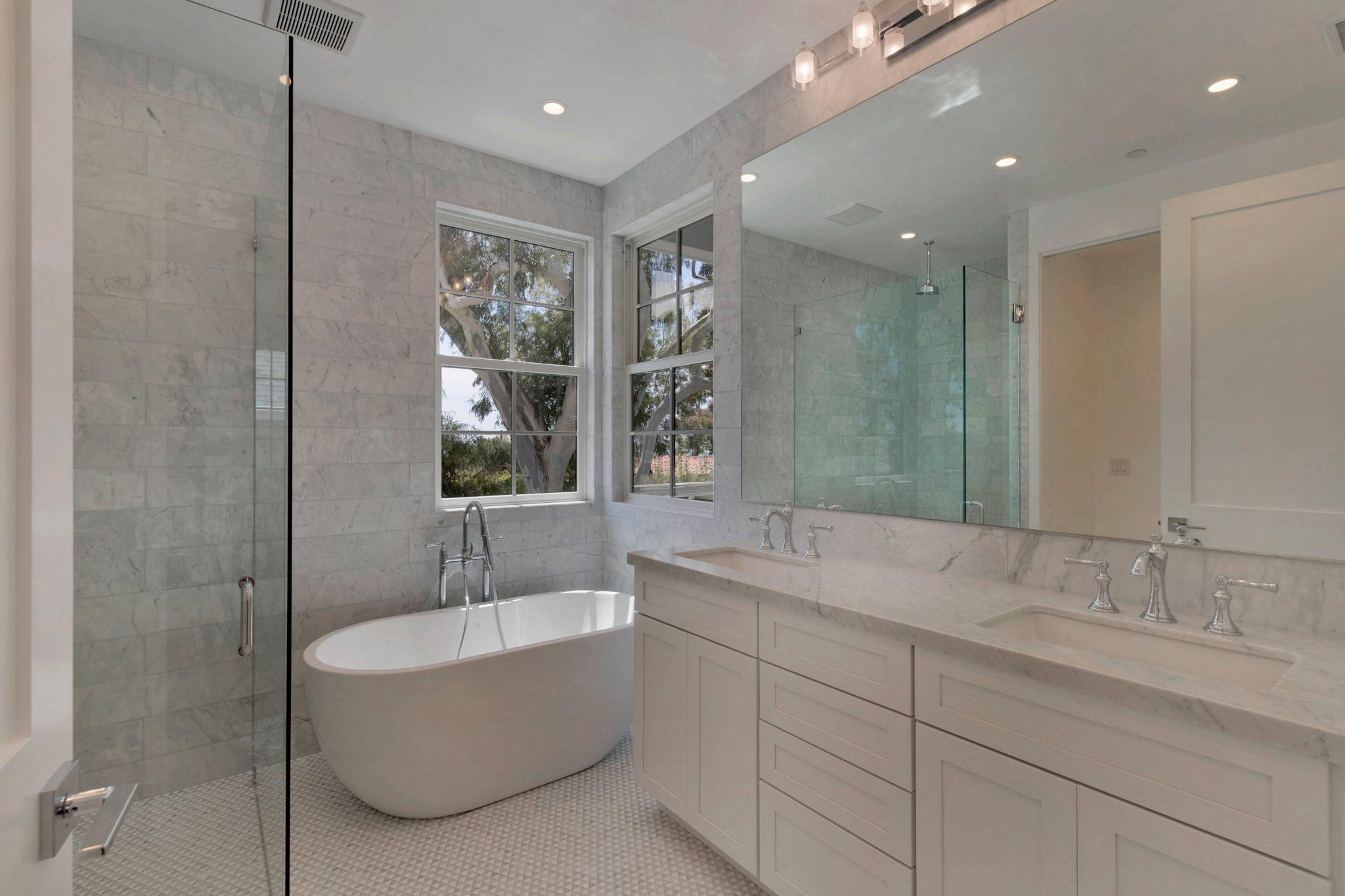 5543 Waverly Bathroom Photos