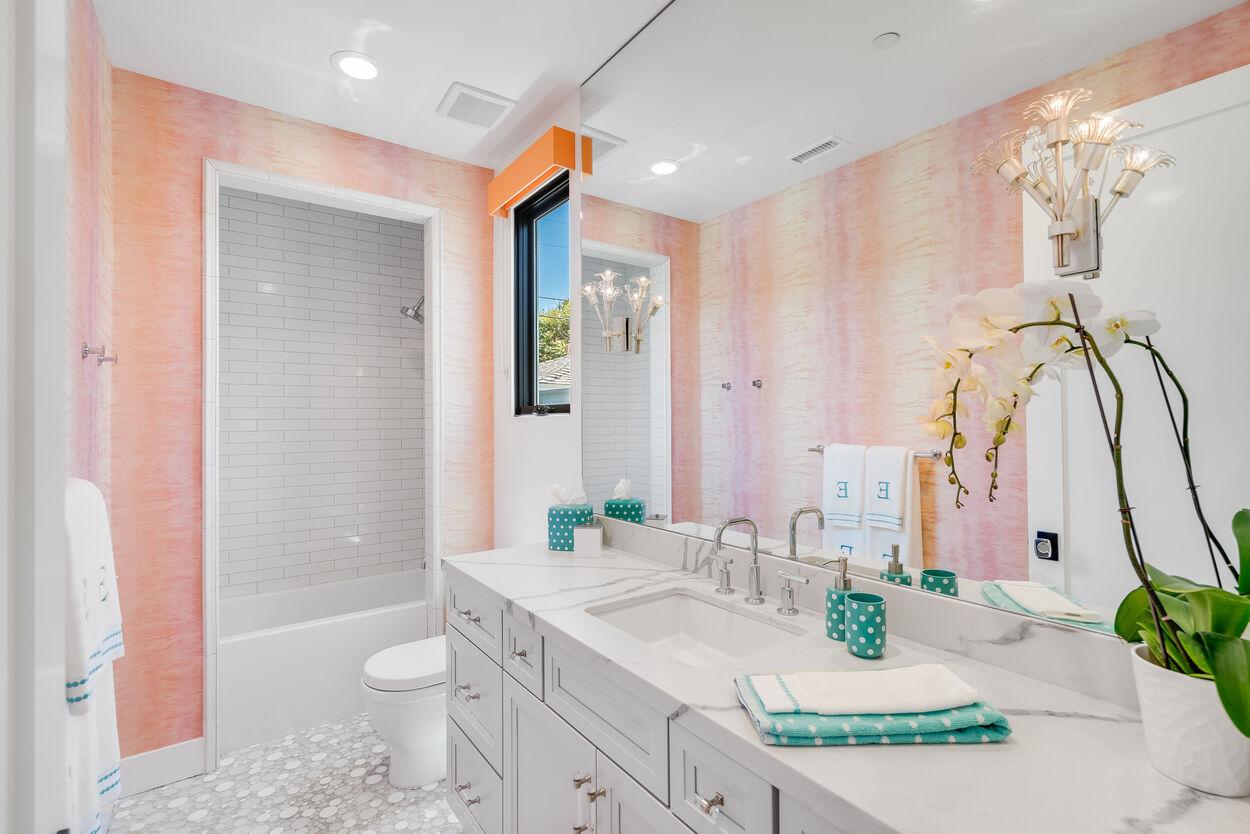 3657 Bayonne Bathroom Photos
