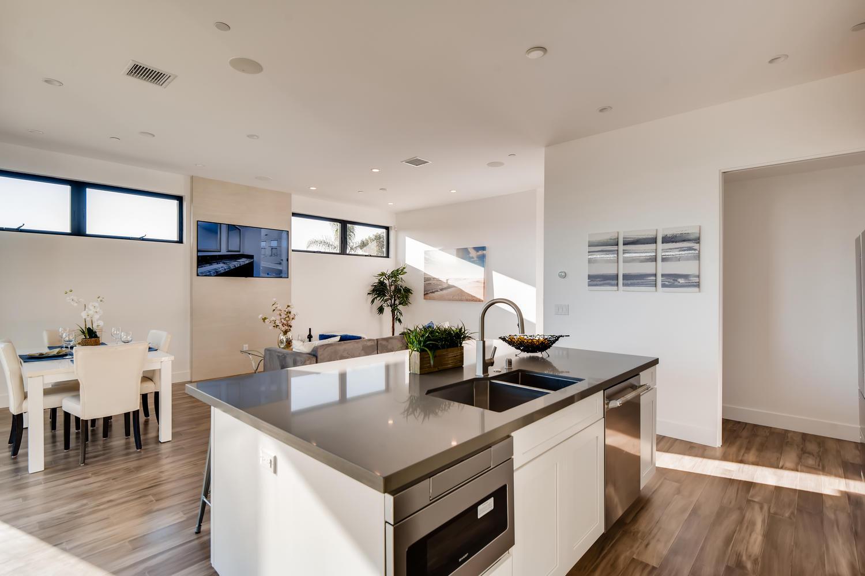 1039 Van Nuys St San Diego CA - Kitchen