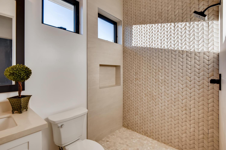 1039 Van Nuys St San Diego CA-large-025-023-Lower Level Bathroom-1500x1000-72dpi