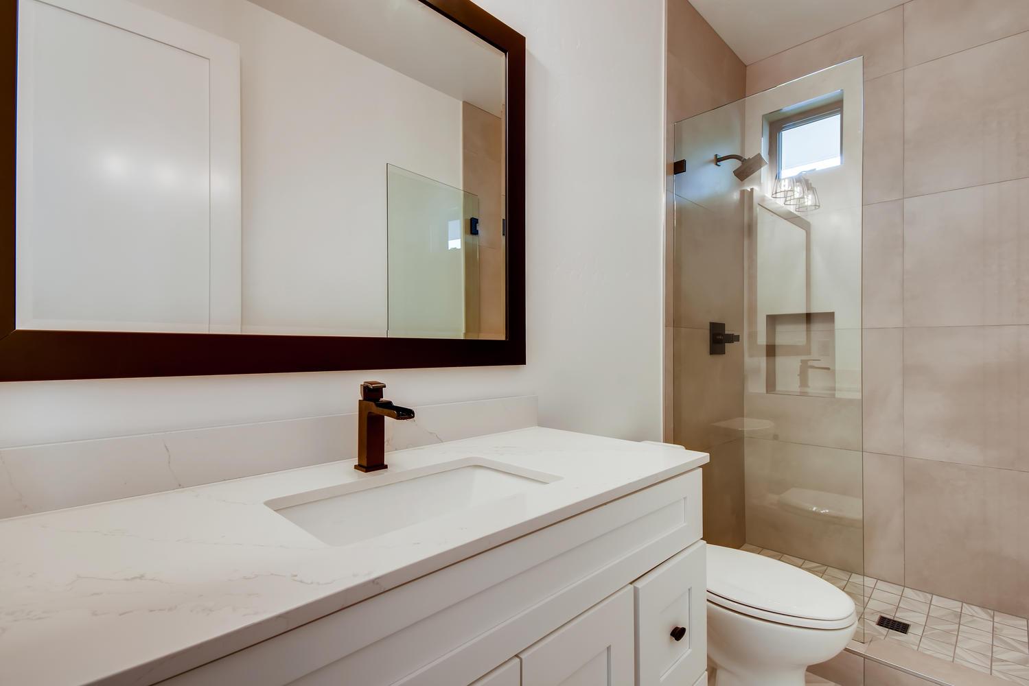 1041 Van Nuys St San Diego CA-large-011-010-Bathroom-1500x1000-72dpi