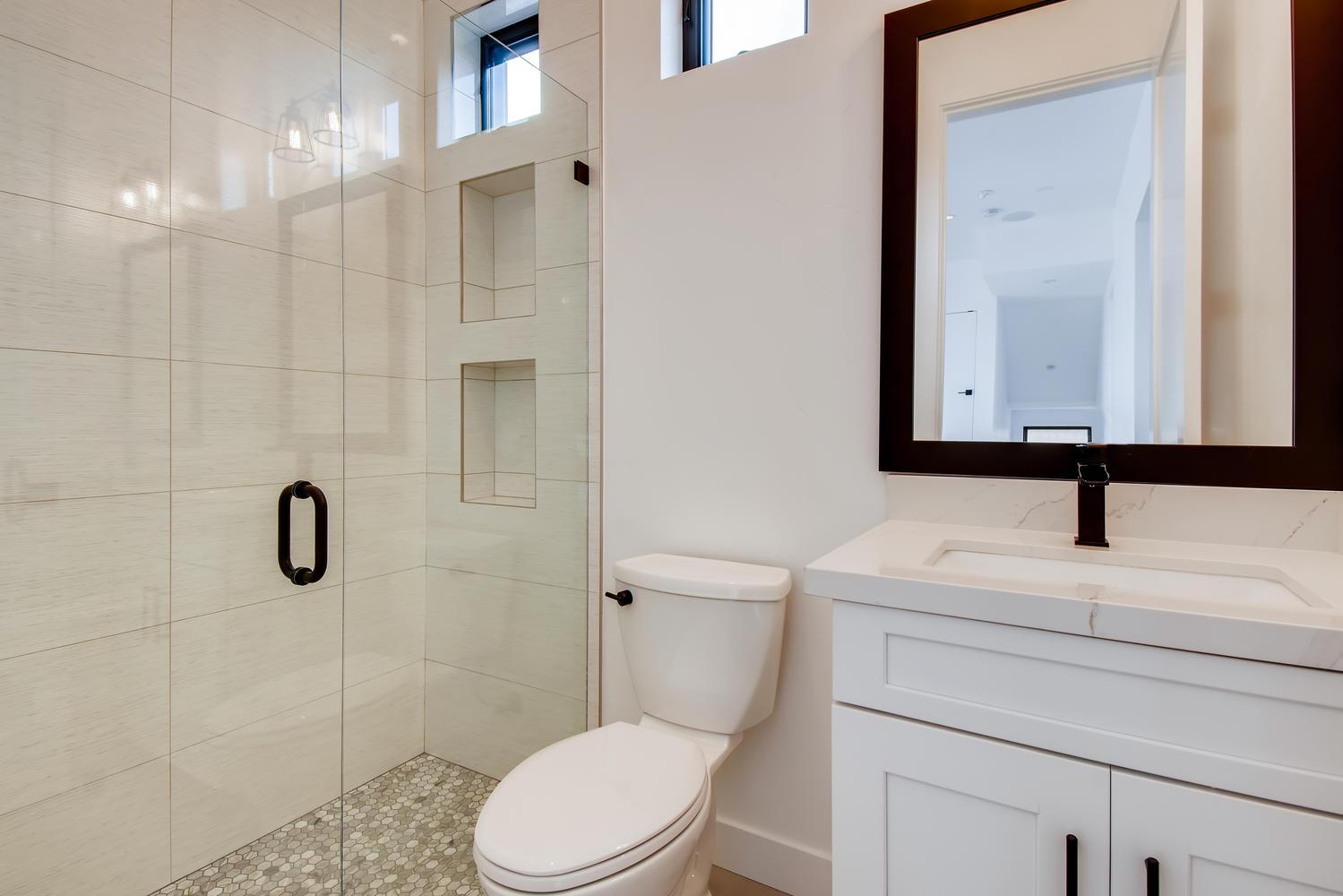1041 Van Nuys St San Diego CA - Bathrooms