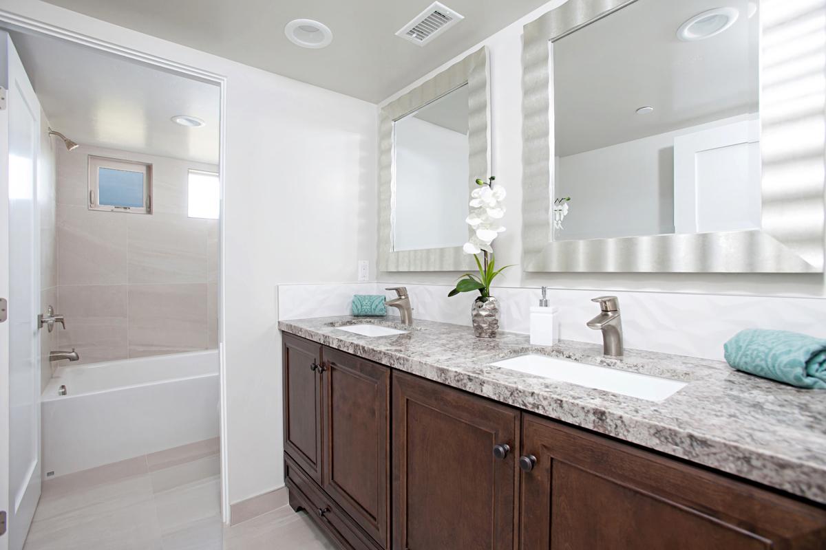 5846 Lauretta Bathroom Photos